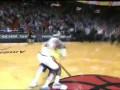 Болельщик выиграл $75 тысяч, забросив мяч с середины площадки в NBA