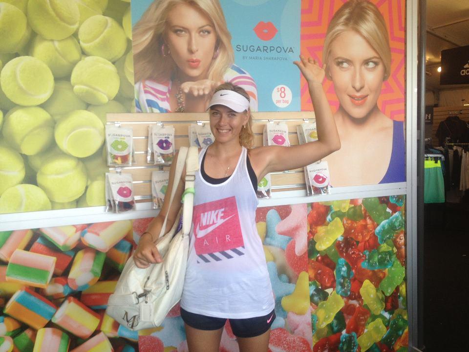 Мария Шарапова презентовала свои конфеты в Майями