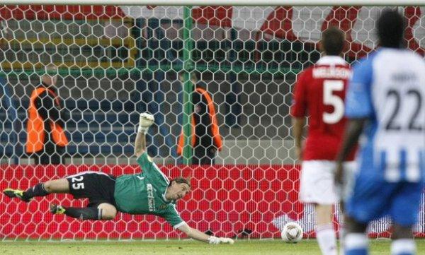 Сергей Парейко не всегда может спасти свои ворота