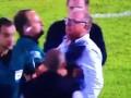 Уругвайский тренер симулировал травму после конфликта с арбитром