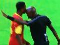Африканский арбитр взял игрока на таран