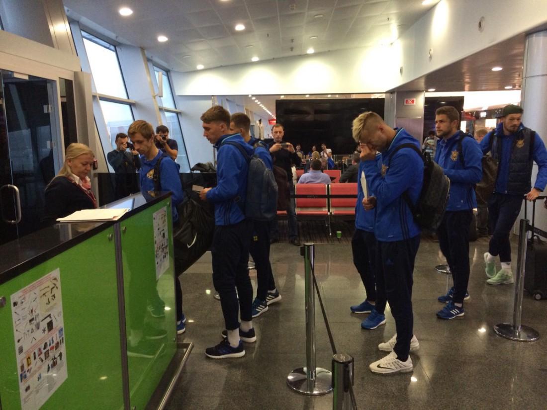 Национальная сборная Украины в аэропорту Борисполь