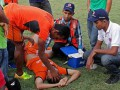 Смертельный удар: Футболист умер после грубой игры вратаря (видео)