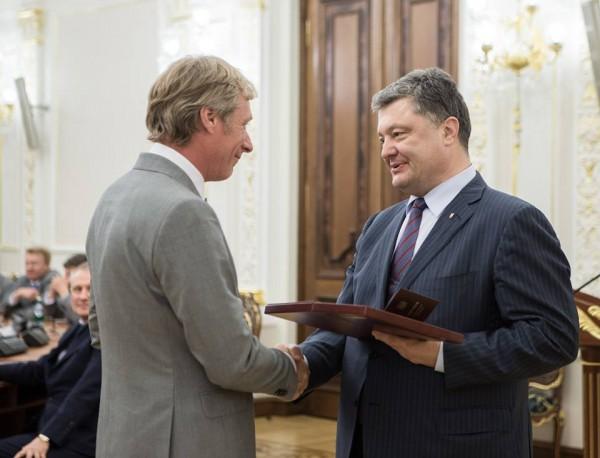 Петр Порошенко встретился с игроками Динамо, выигравшими Кубок Кубков
