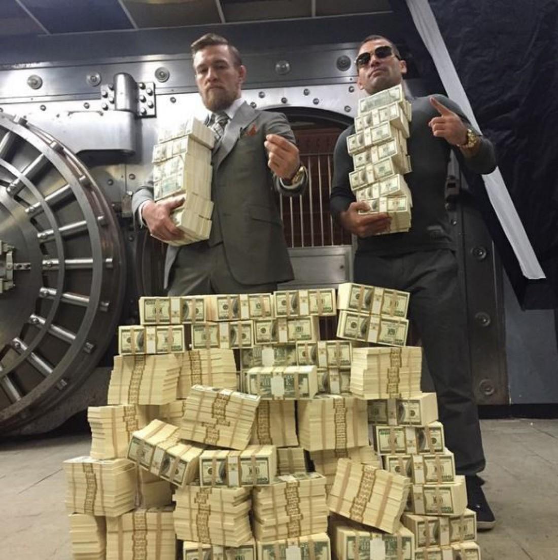 Конор Макгрегор с деньгами