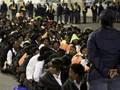 В ЮАР демонстрацию стюардов стадиона разогнали слезоточивым газом