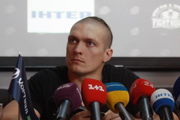 Александр Усик уже через месяц вновь выйдет на ринг