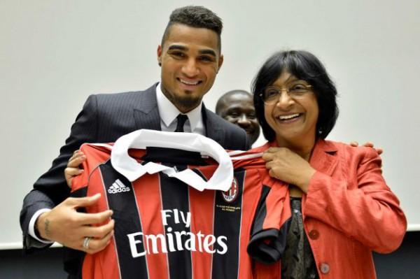 Боатенг в Женеве подарил комиссару ООН  футболку Милана