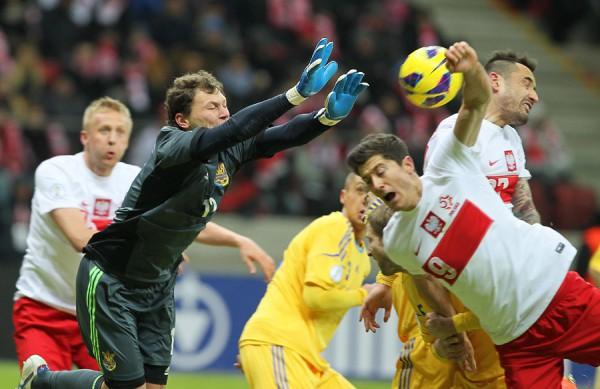 Леоненко считает, что вратарь сборной Украины помог команде выиграть