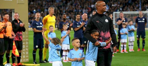 Манчестер Сити сыграл вничью с легендами АПЛ в прощальном матче Компани