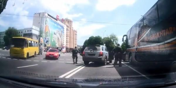 Террористы в Донецке напали на клубный автобус Шахтера