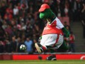 Легенда Арсенала запостил фото клубного талисмана, который готовится к суициду
