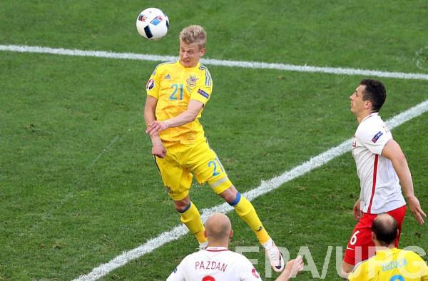 Александр Зинченко в матче против сборной Польши