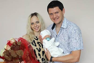 Тарас Михалик с женой Валирией и сыном Артемом