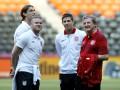 Ищите женщину. Английские министры и дальше бойкотируют Евро-2012