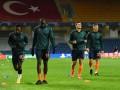 Футболисты Истанбула ушли с поля из-за расистских оскорблений от резервного судьи