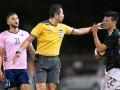 Арбитр во время матча ударил по лицу игрока сборной Мексики