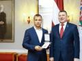 Президент Латвии наградил соперника Усика орденом Трех звезд