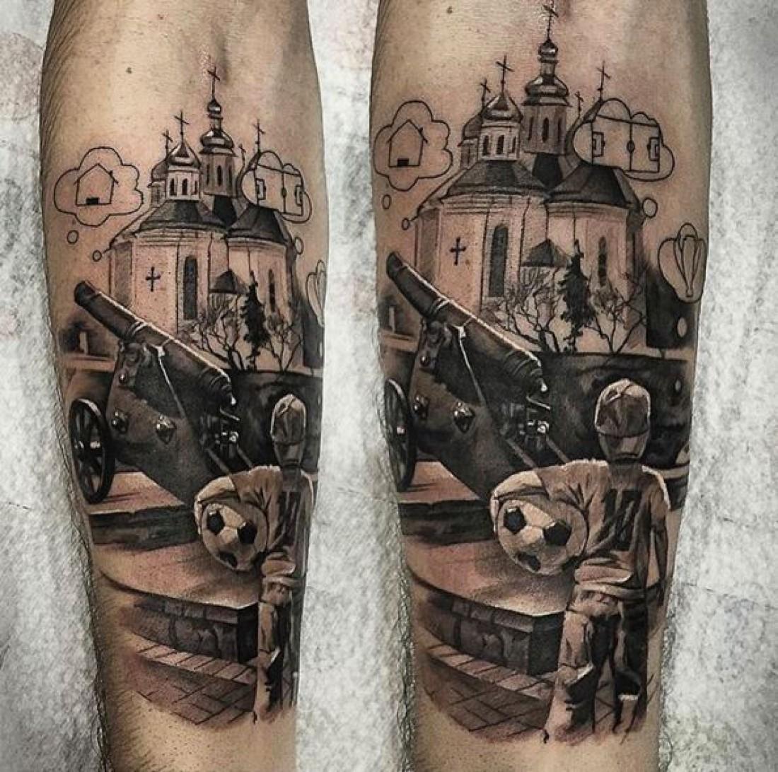 Новая татуировка Ярмоленко
