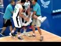 Баскетболист сломал ногу после обманного финта соперника