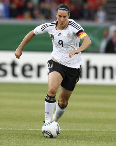 golaya-foto-futbolistki-birgit-prints