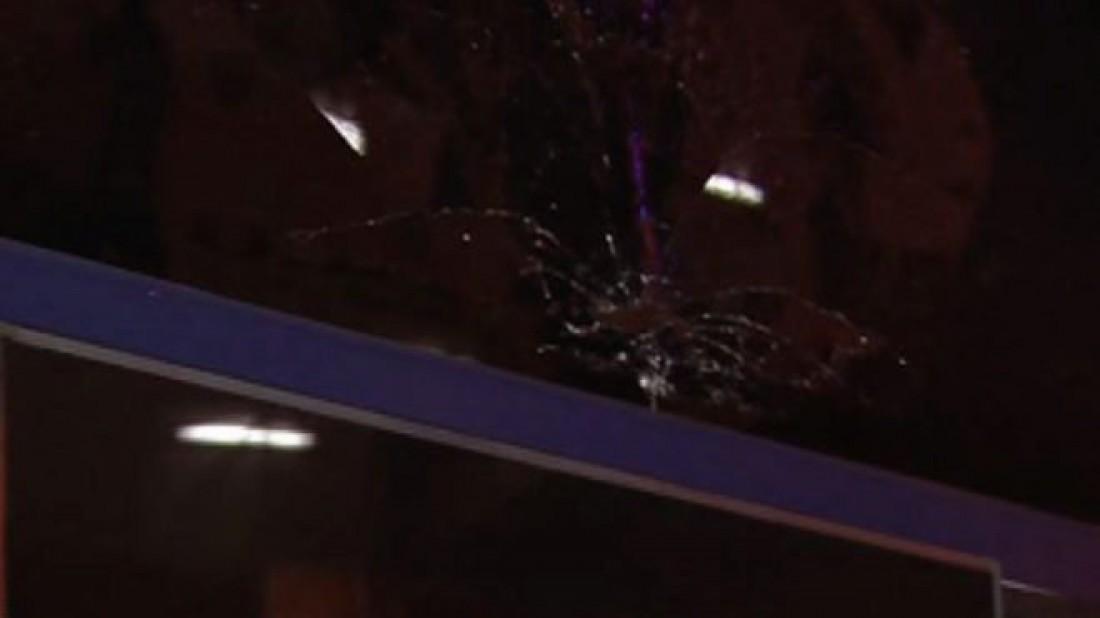 Фанат Валенсии разбил стекло автобуса Барселоны