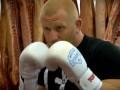 Российский боец смешанного стиля провел тренировку в колбасном цеху
