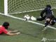 Могло бы быть 2:0, но героический прыжок вратаря оставил счет прежним