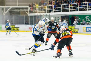 Хоккеисты Днепра и Кременчуга устроили массовую драку в матче УХЛ