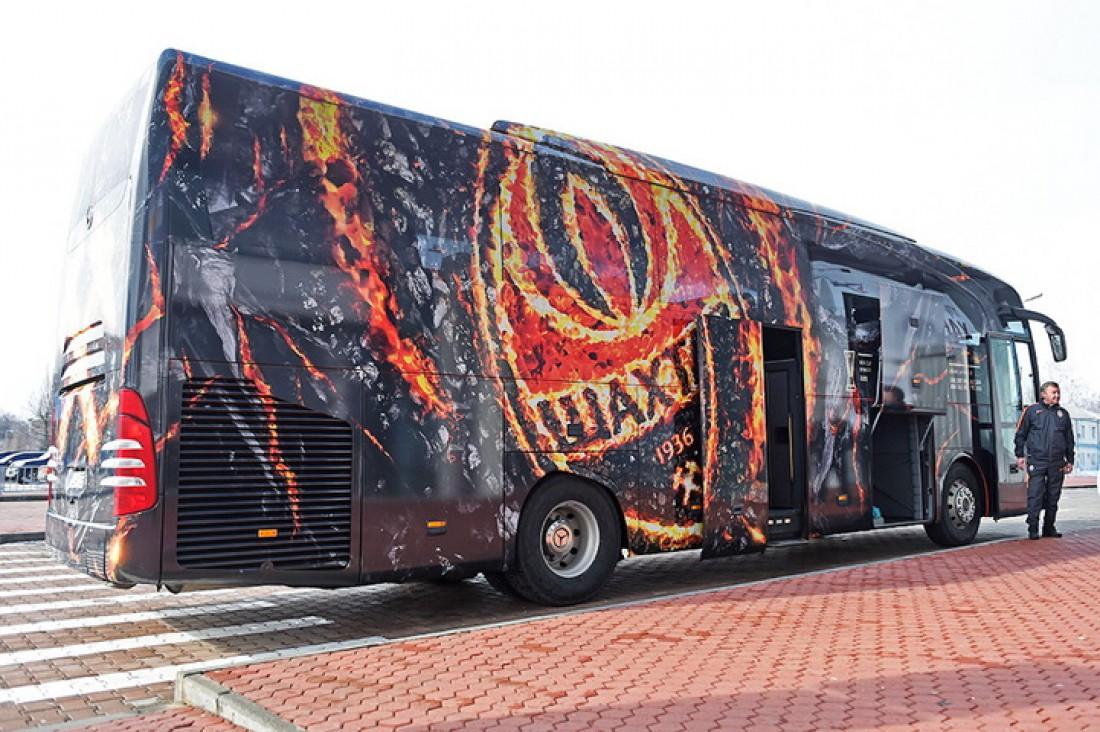 Вот такой автобус будет возить игроков