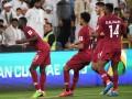 Фанаты сборной ОАЭ забросали игроков Катара своей обувью