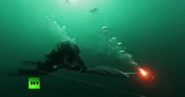 Олимпийский факел опустили на дно Байкала