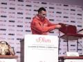 Кличко с поясами и стул вместо Пулева: Лучшие фото с пресс-конференции перед боем