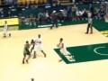 Баскетболист принес команде победу броском со своей половины поля