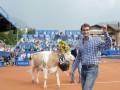 Легендарному Федереру подарили новую корову (ФОТО, ВИДЕО)
