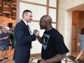Виталий Кличко встретился с Холифилдом на конгрессе WBC