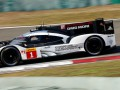 Porsche стал чемпионом мира в гонках на выносливость