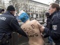 Обнаженные FEMEN потребовали золото для геев на Олимпиаде в Сочи (ФОТО)