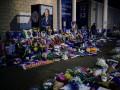 Лестер попрощался с погибшим владельцем клуба у мемориала, организованного фанатами
