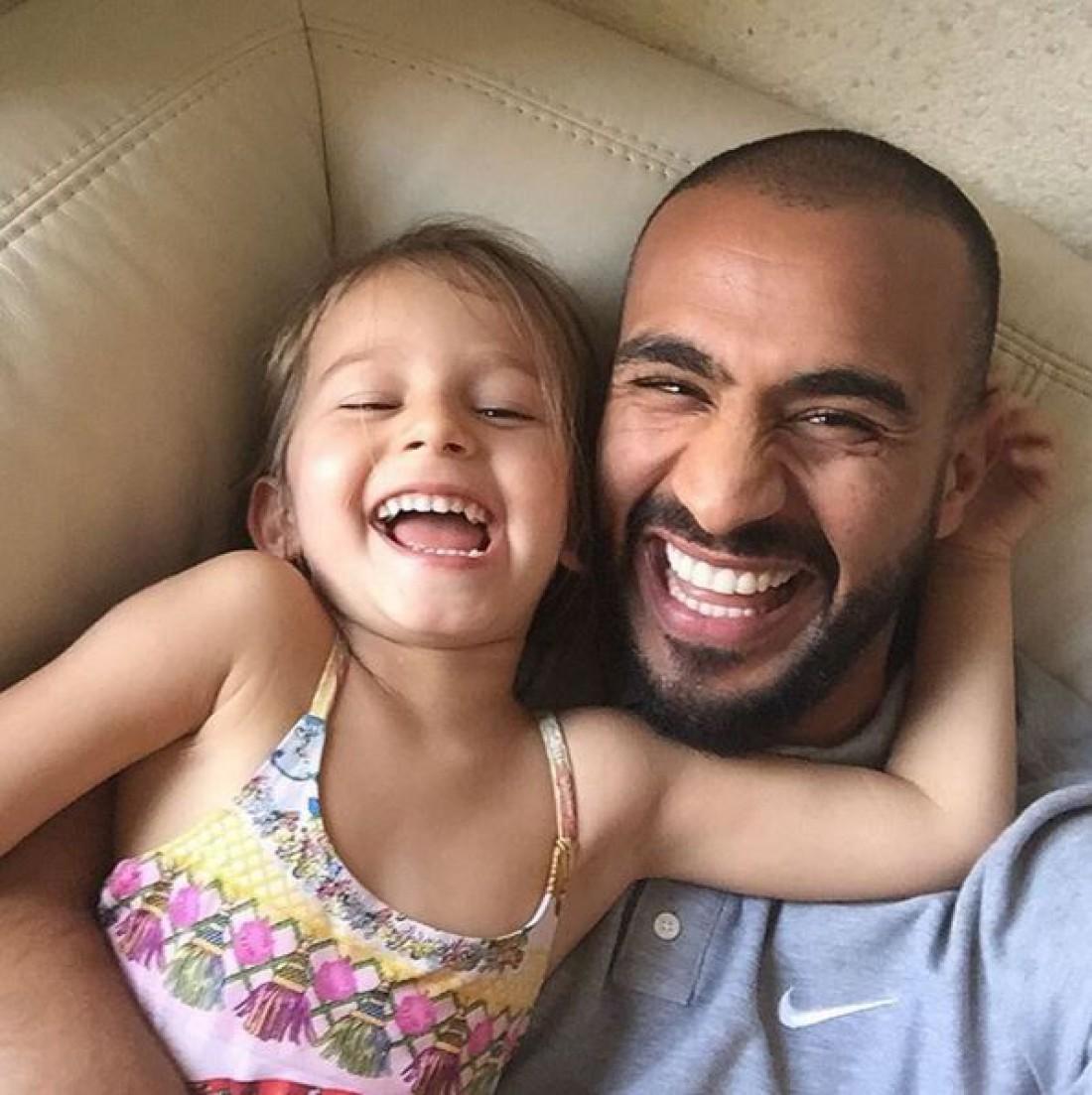 Бадр Хари с дочерью