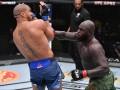 UFC Fight Night: Ган одолел Розенструйка