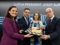 Барселона наградила украинскую чемпионку мира по шахматам именной футболкой