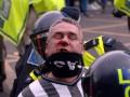 В Англии будут судить фаната Ньюкасла, напавшего с кулаками на лошадь
