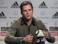 Менеджер сборной Германии считает Францию фаворитом полуфинала Евро-2016