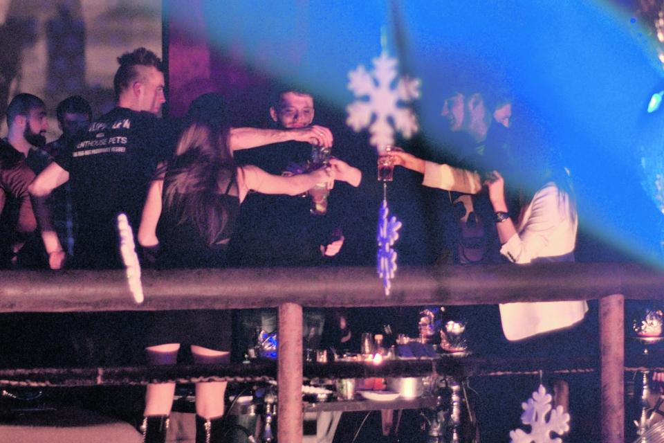 Ярмоленко и Безус отдыхают в ночном клубе