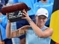 Швентек стала чемпионкой турнира в Аделаиде