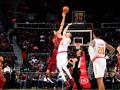 Лень восстановился после травмы и помог Атланте выиграть матч НБА