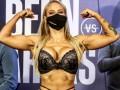 Боксерша с пятым размером груди шокировала эффектным появлением на взвешивание