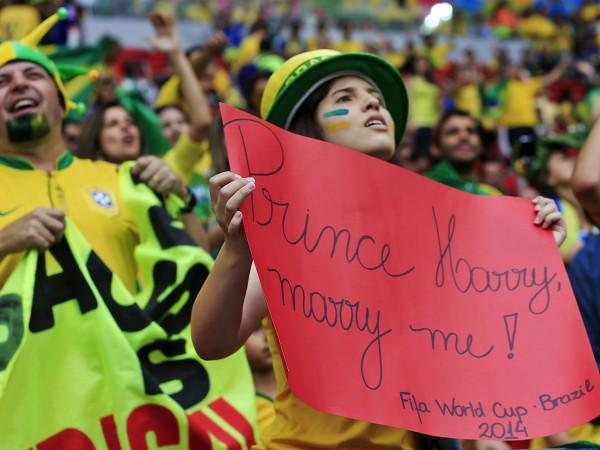 Фанатка сборной Бразилии сделала предложение Принцу Гарри