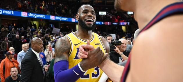 НБА: 46 очков Леброна помогли Лейкерс, Детройт Михайлюка выбил победу у Филадельфии
